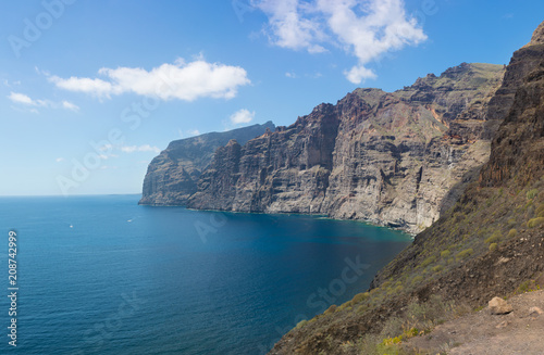 Fotomural Beautifil panoramic view of the Los Gigantes cliffs in Puerto de Santiago