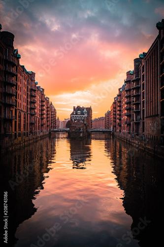 Rosa Wolken über Hamburg Poster