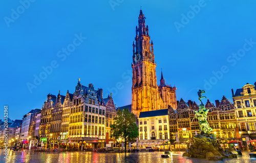 Photo sur Toile Antwerp The Cathedral of Our Lady and the Silvius Brabo Fountain on the Grote Markt Square in Antwerp, Belgium