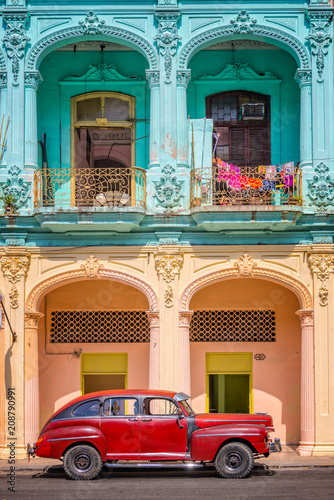 Classic vintage car and colorful colonial buildings in Old Havana, Cuba Wallpaper Mural