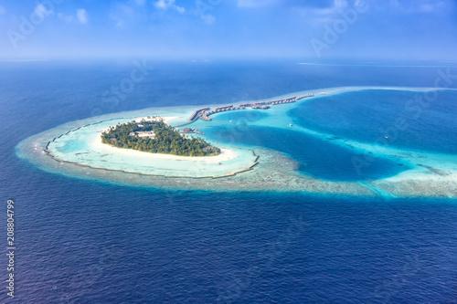 Malediven Insel Urlaub Meer Panorama Textfreiraum Copyspace Halaveli Resort Ari Atoll Luftbild