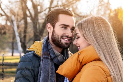 Fotografia  Portrait of young romantic couple outdoors