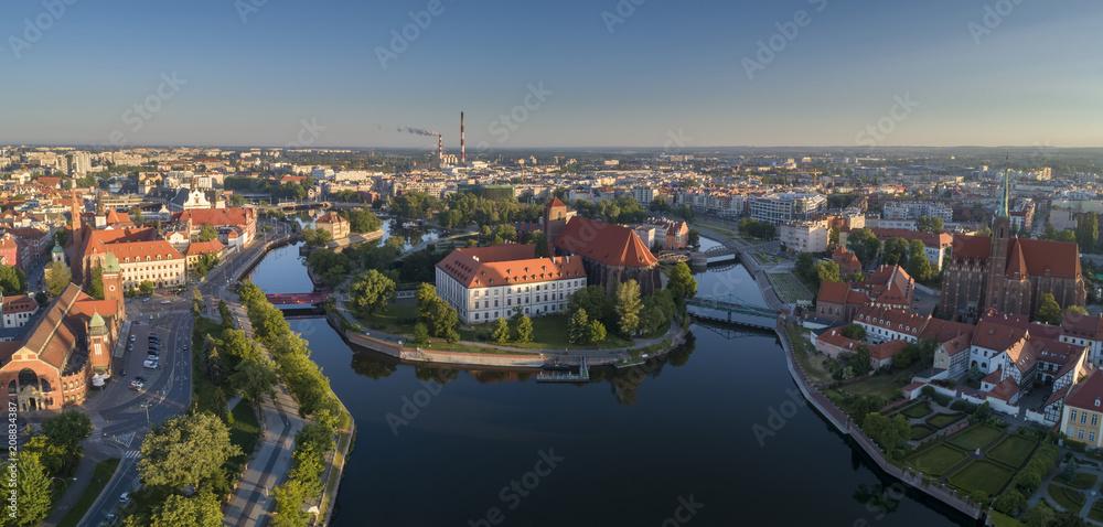 Fototapeta Widok z lotu ptaka na Wyspę Słodową, rzekę oraz zachodnią część miasta - Wrocław, Polska