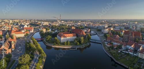 Fototapeta Widok z lotu ptaka na Wyspę Słodową, rzekę oraz zachodnią część miasta - Wrocław, Polska obraz