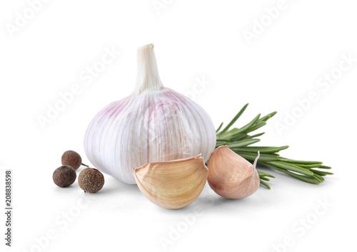 Obraz Fresh garlic, rosemary and allspice on white background - fototapety do salonu