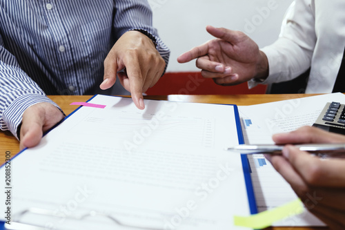 Fotografía  Two businessman are discussing about business growth and planing.