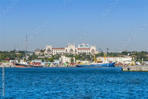 Poster Turquie Istanbul, Turkey, 8 June 2018: Kadikoy Haydarpasa port and Marmara University