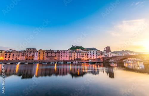 Foto op Canvas Europa Bosa alle luce della matina