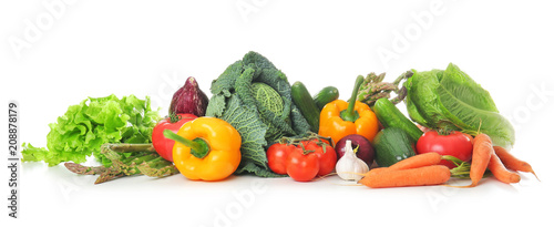 Poster de jardin Légumes frais Fresh vegetables on white background. Healthy food concept