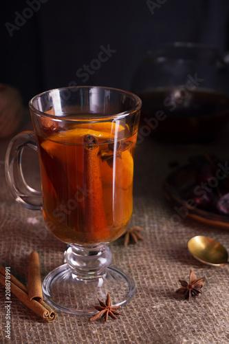 In de dag Thee hot tea with lemon cinnamon and anise