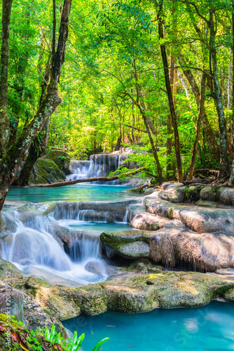 Poster de jardin Vert chaux Beautiful waterfall in National Park