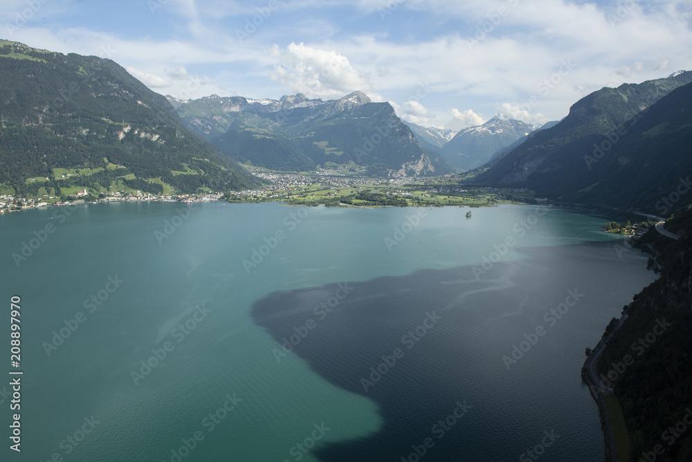 Urnersee (Vierwaldstättersee) mit Berglandschaft, Uri, Schweiz