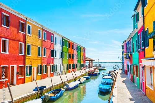 obraz lub plakat Scenic canal with colorful buildings in Burano island, Venice, Italy