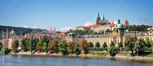 Fotobehang Centraal Europa Panorama of Prague castle and the Vltava river, Czech Republic
