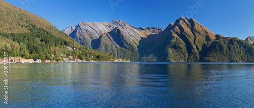 Foto auf Gartenposter Reflexion The Hjorundfjord from Saebo