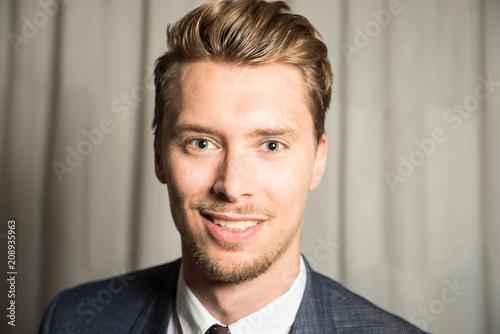 Augen blonde haare mann blaue Blaue