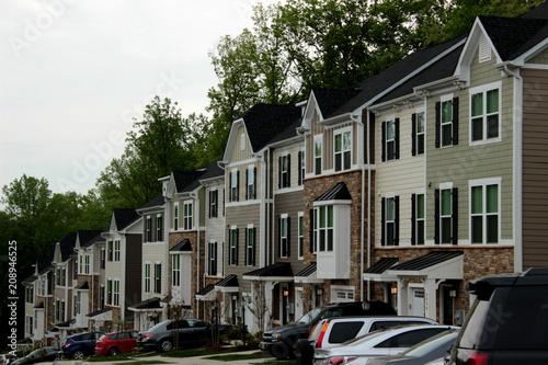 Fotografie, Obraz Gleiche Häuserreihe in Charlottesville