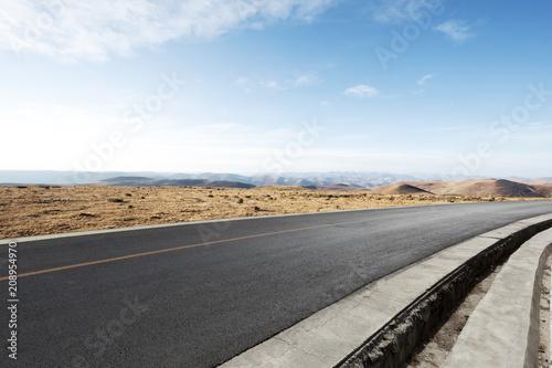 Keuken foto achterwand Kanaal empty asphalt road with landscape