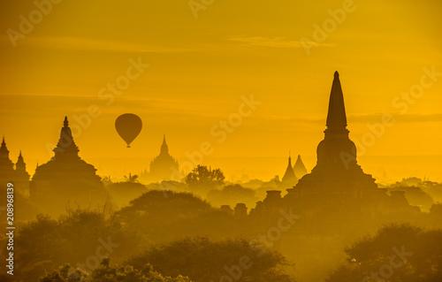 Foto op Canvas Asia land Sunrise over ancient Bagan, Myanmar