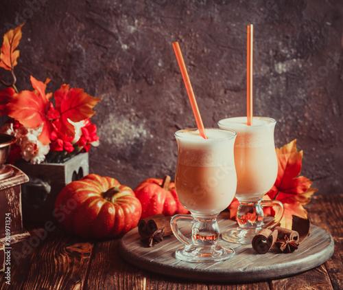 Cuadros en Lienzo Pumpkin milk coctail