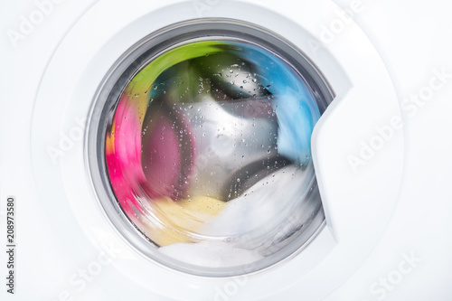 Fotografiet Process of cleaning color cloth in washing machine