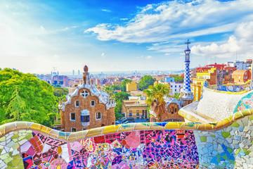 Barcelona, Španjolska, Park Guell. Fantastičan pogled na poznatu klupu u parku Guell u Barceloni, poznatom i izuzetno popularnom turističkom odredištu u Europi.