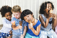 Little Kids Eating Yummy Ice C...