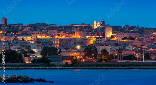 Foto op Canvas Europa Cagliari di notte - vista sud