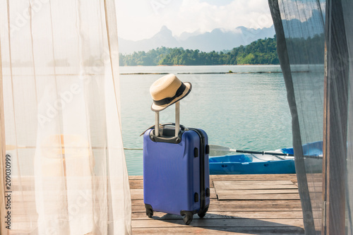 Photo Traveling suitcase on the floor with cap out the room, travel lifestyle concept, Time to Relax
