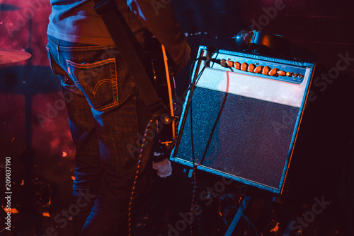 Guitar player in front of amplifier playing music Fototapete