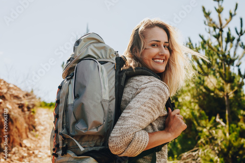 Woman with backpack hiking in nature Billede på lærred