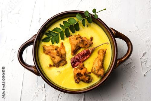 Fotografía Punjabi Kadhi Pakoda or curry Pakora, Indian cuisine served in a bowl or karahi,