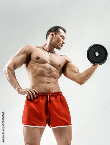 Fotomural bodybuilder on grey background