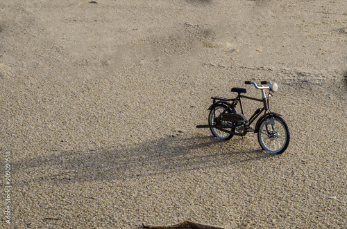 Poster Fiets bicycle toy on beach sunset time holiday