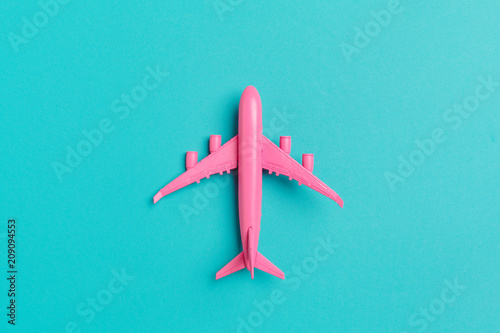 Fotografia  Model plane,airplane on pastel color background.
