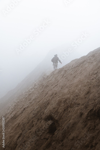 Fotobehang Chocoladebruin Lost in Bromo