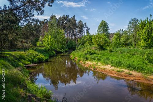 Fotobehang Rivier Rzeka Grabia w centralnej Polsce.