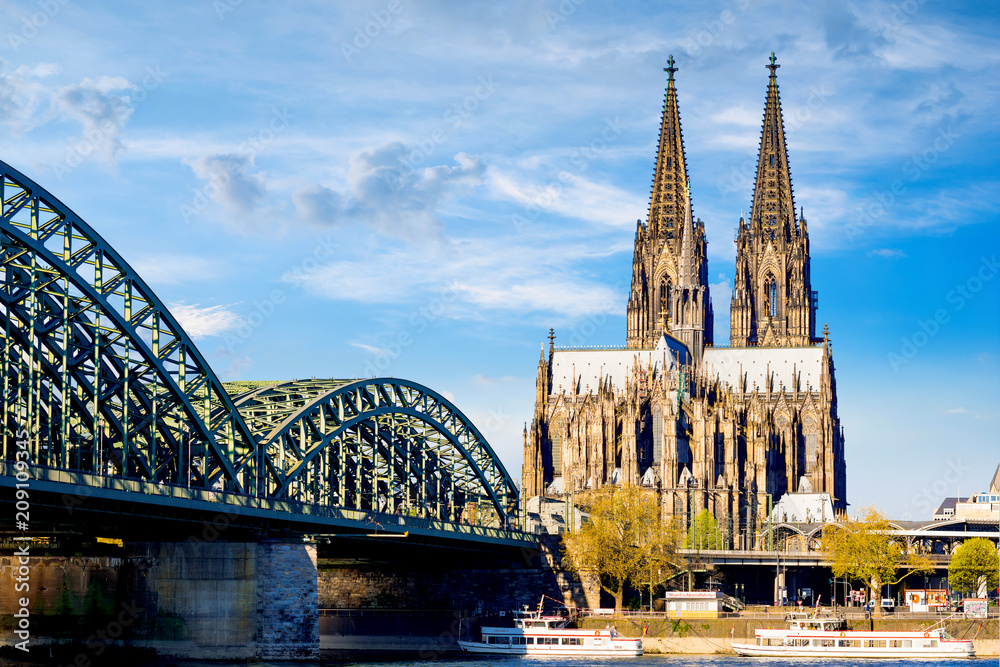 Fototapety, obrazy: Cologne Cathedral in bright sunshine