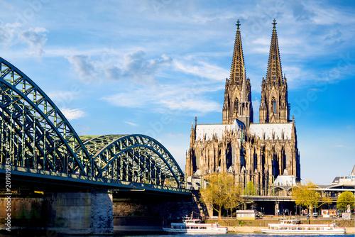 Foto op Plexiglas Historisch geb. Cologne Cathedral in bright sunshine