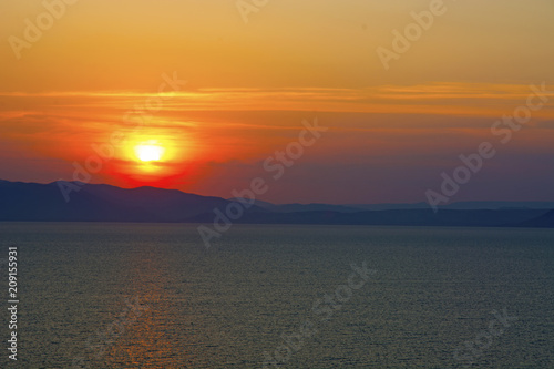 Spoed Foto op Canvas Zee zonsondergang beautiful fiery sunset over the sea