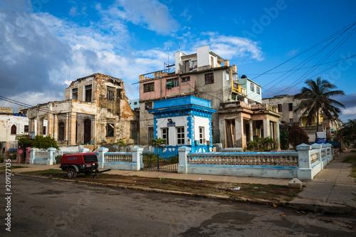 Poster Havana HABANA, CUBA-JANUARY 13: City street on January 13, 2018 in Habana, Cuba. Street view of Habana