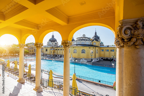 Canvas Print Szechenyi outdoor thermal baths during the morning light without people in Budap