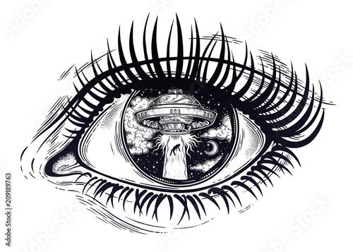 Платно All seeing eye with fantastic Alien Spaceship