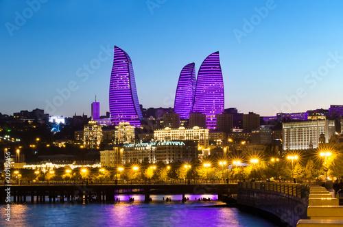 Photo Night view of the skyscrapers in Baku. The Republic of Azerbaijan