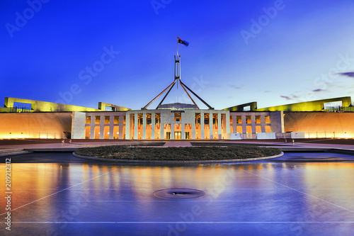 Fotografia  Canberra Parliament Pool Reflection at sunset - public building with free access