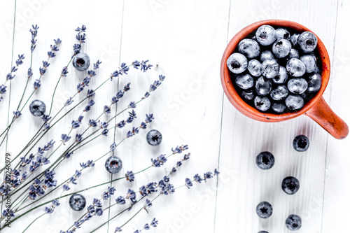 Photo  cup of blueberry lavender design white background top view space