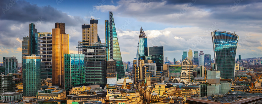 Fototapeta London, England - Panoramic skyline view of Bank and Canary Wharf, central London's leading financial districts with famous skyscrapers and other landmarks at golden hour sunset