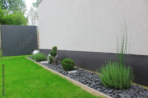 ogród modrner, bukszpan, kamienie