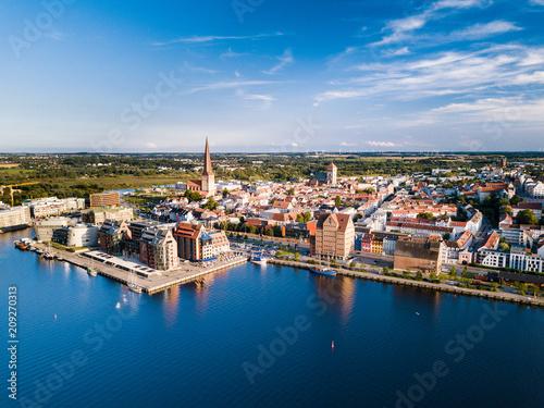 Cuadros en Lienzo Stadthafen Rostock mit Speichern