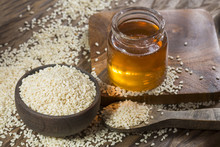 White Seeds And Sesame Oil - Sesamum Indicum